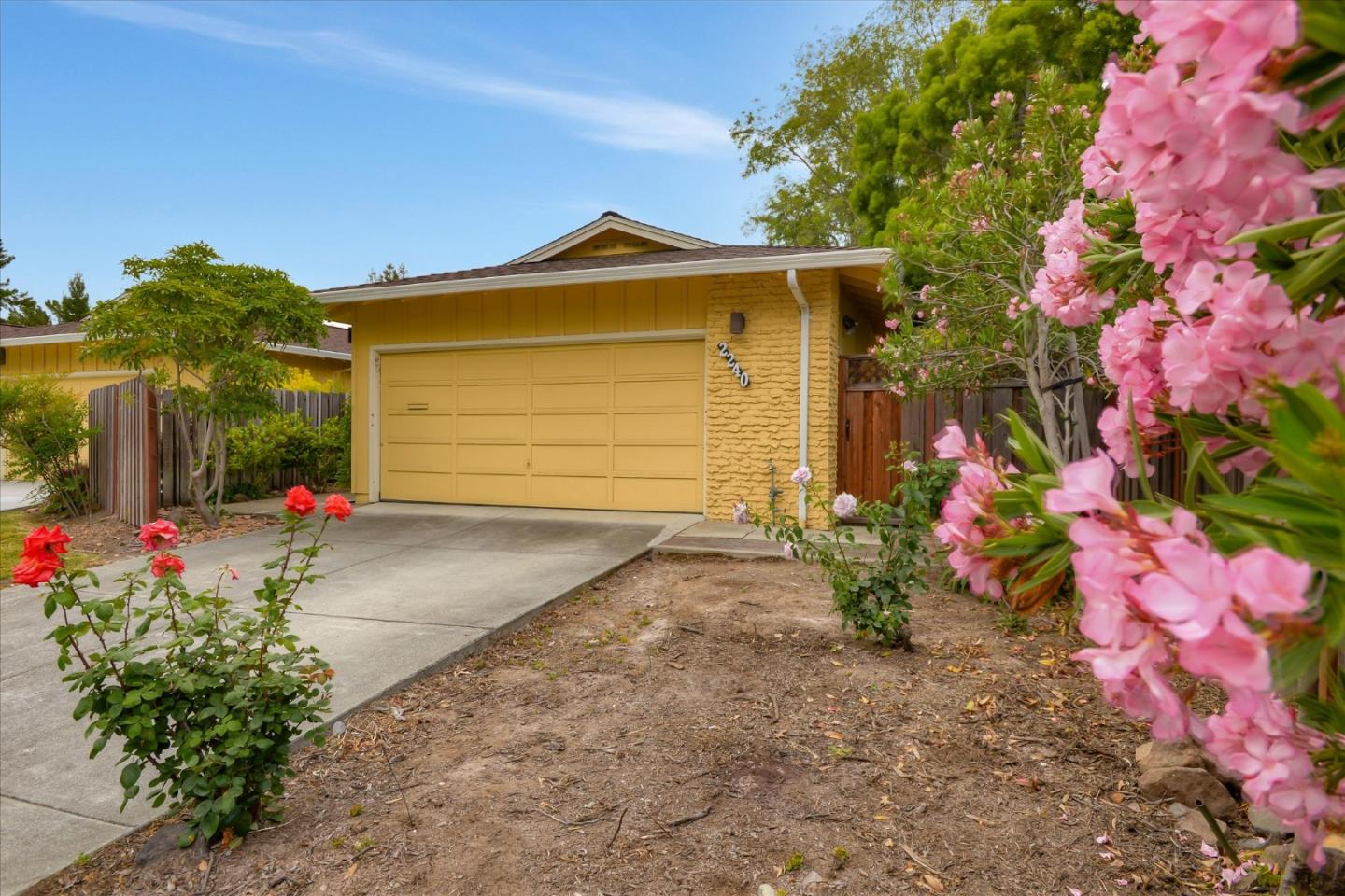 Detail Gallery Image 1 of 1 For 2240 Sharon Rd, Menlo Park, CA 94025 - 2 Beds | 2 Baths