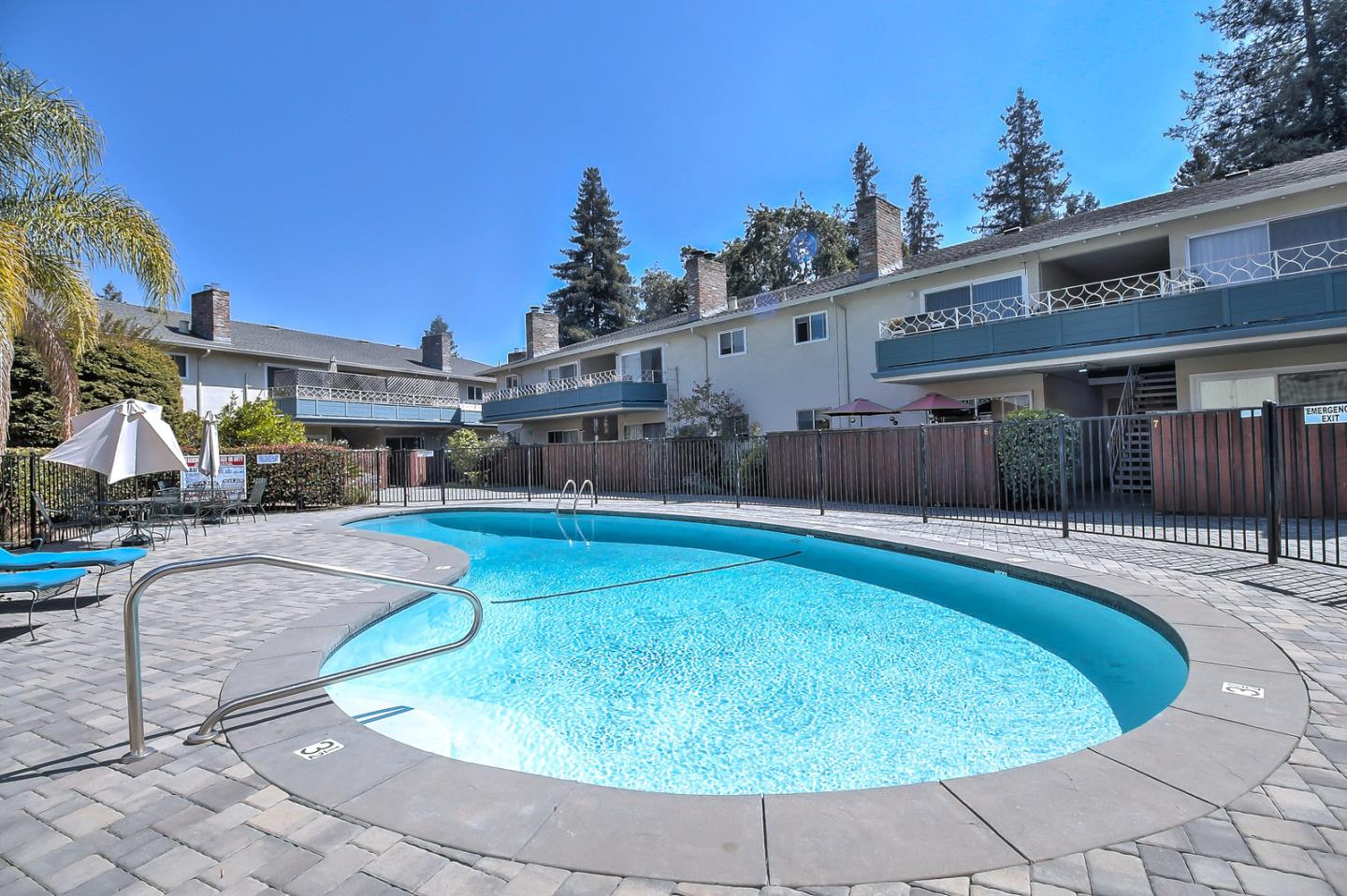 Detail Gallery Image 1 of 1 For 1240 Woodside Rd #4, Redwood City, CA 94061 - 2 Beds | 2 Baths