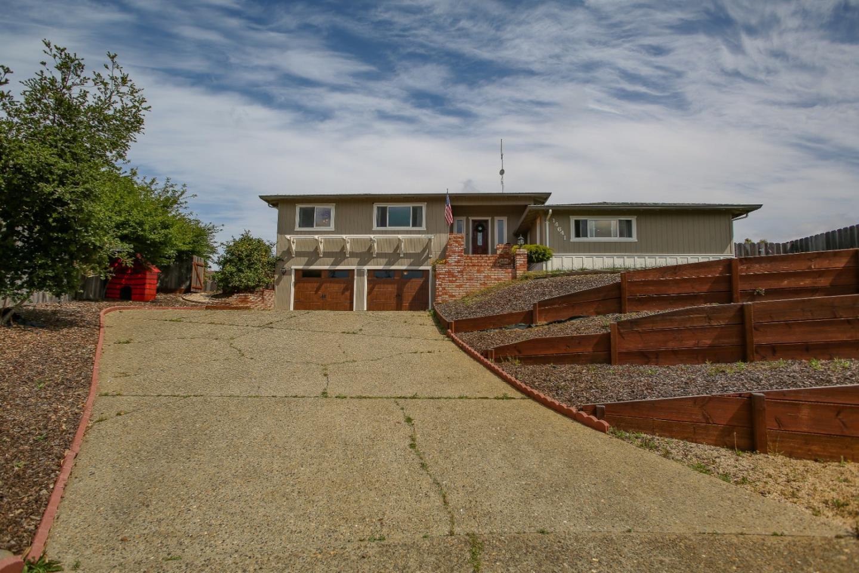 Detail Gallery Image 1 of 1 For 14641 Scarlet Oak Pl, Salinas,  CA 93907 - 3 Beds | 2 Baths