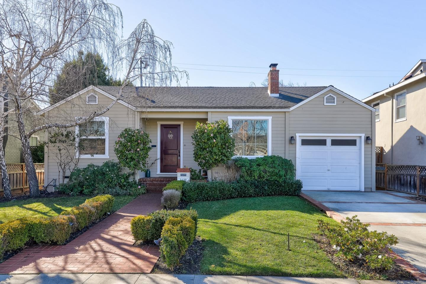 Detail Gallery Image 1 of 1 For 1132 Hawthorne Dr, San Mateo,  CA 94402 - 2 Beds | 1 Baths