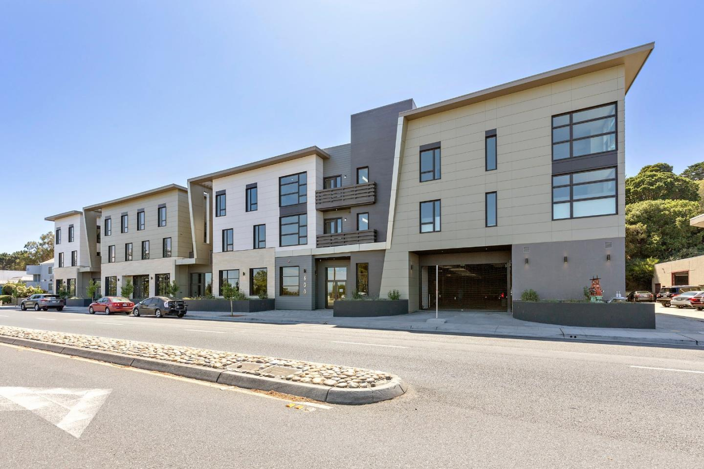 Detail Gallery Image 1 of 15 For 600 El Camino Real #215,  Belmont,  CA 94002 - 1 Beds | 1 Baths