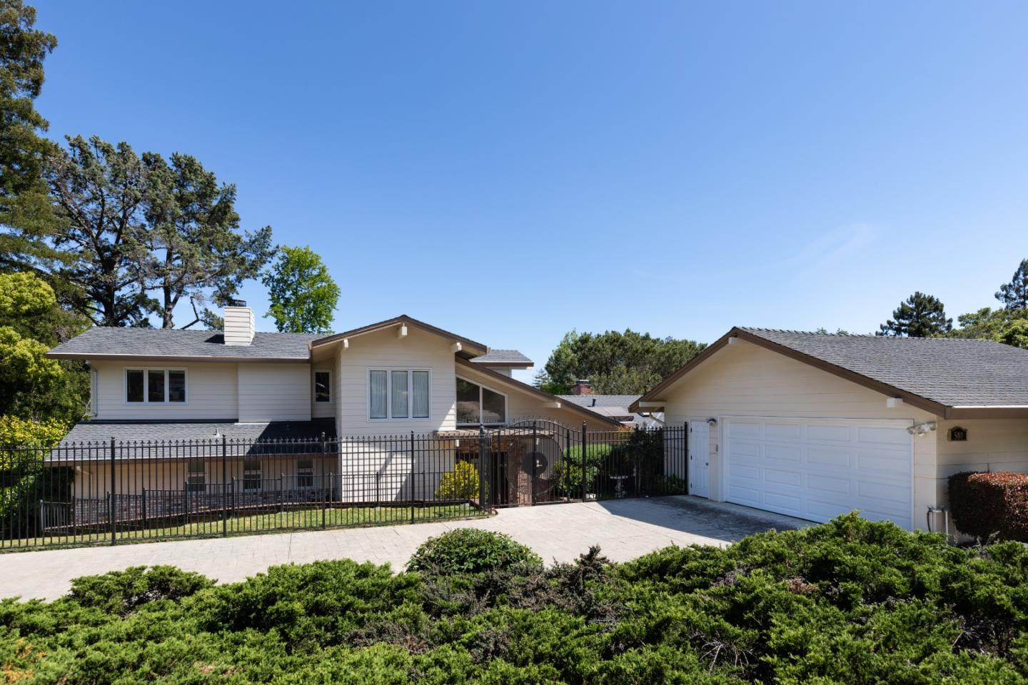 Detail Gallery Image 1 of 1 For 580 Remillard Dr, Hillsborough,  CA 94010 - 5 Beds | 5/1 Baths