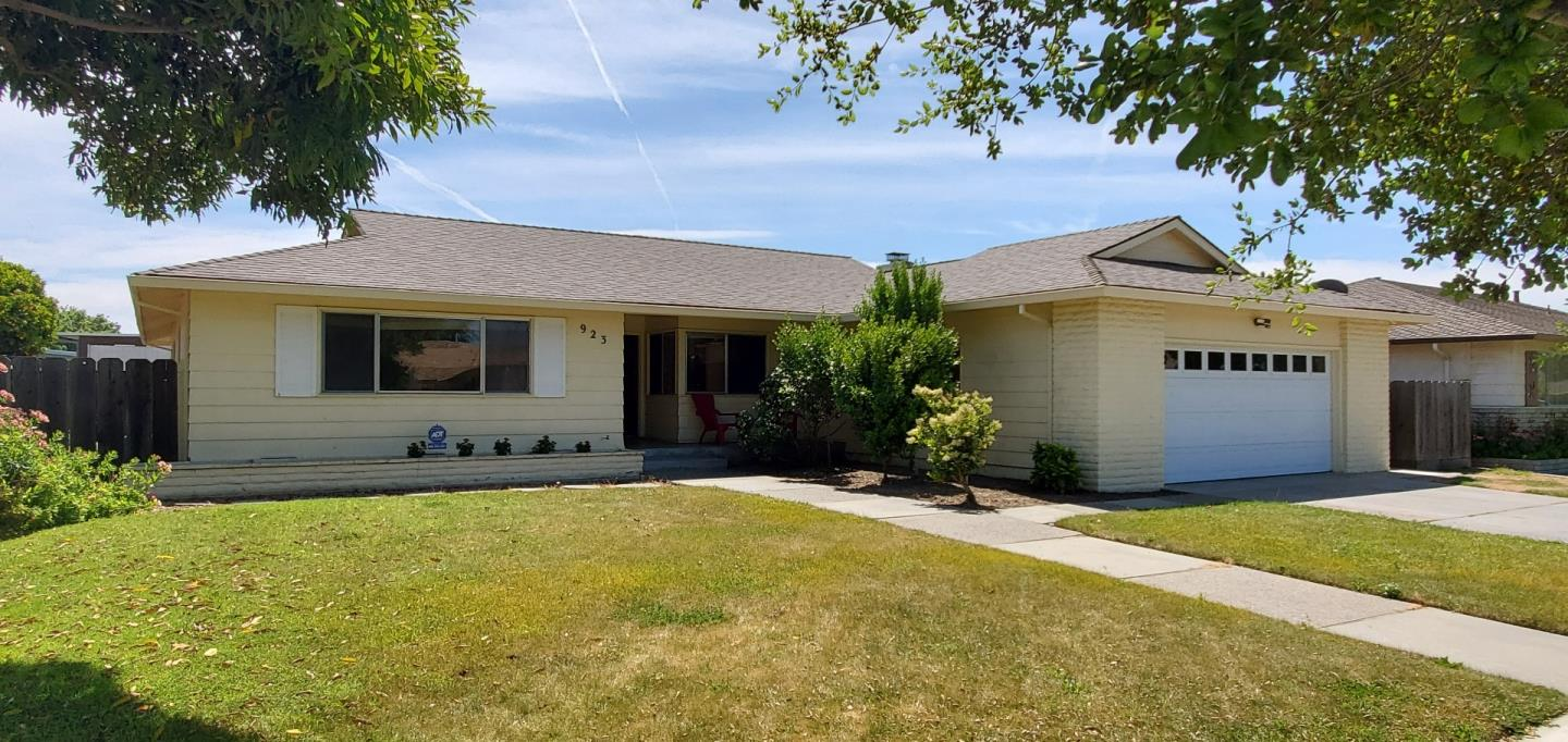 Detail Gallery Image 1 of 1 For 923 San Vincente Ave, Salinas,  CA 93901 - 3 Beds   2 Baths