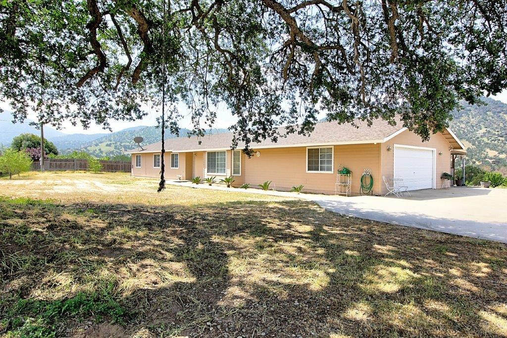 Detail Gallery Image 1 of 1 For 7295 Perlman Dr, Sanger,  CA 93657 - 4 Beds   2 Baths
