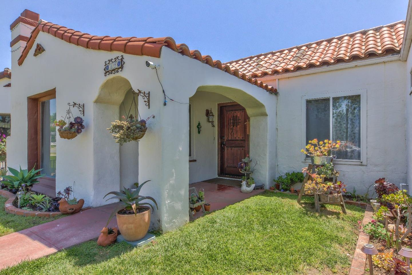 Detail Gallery Image 1 of 1 For 18 El Paso Dr Pl, Salinas, CA 93901 - 3 Beds | 2 Baths
