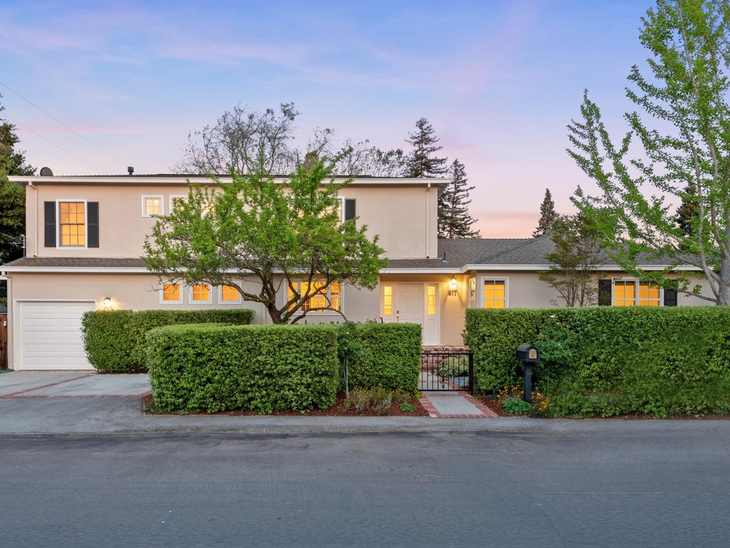 Detail Gallery Image 1 of 52 For 617 Vista Ave, Palo Alto, CA 94306 - 5 Beds | 2/1 Baths