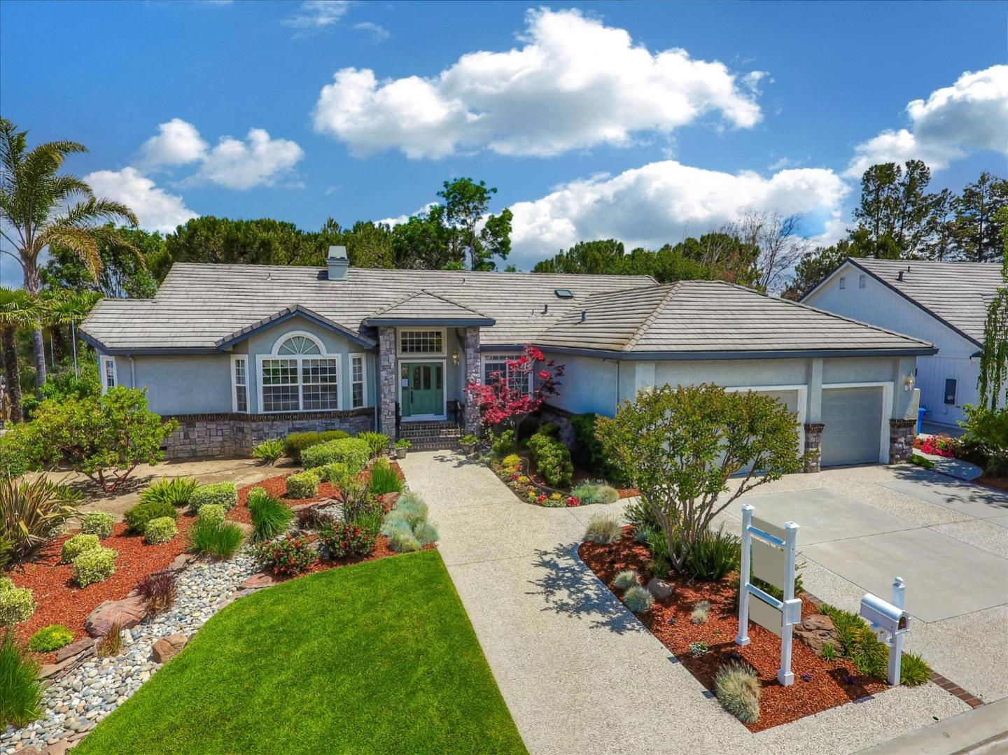 Detail Gallery Image 1 of 1 For 1385 Sonnys Way, Hollister, CA 95023 - 4 Beds | 2/1 Baths