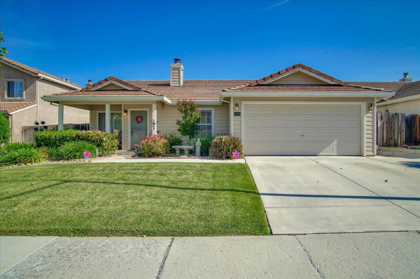 Detail Gallery Image 1 of 1 For 1200 Hemlock Ct, Hollister, CA 95023 - 3 Beds | 2 Baths