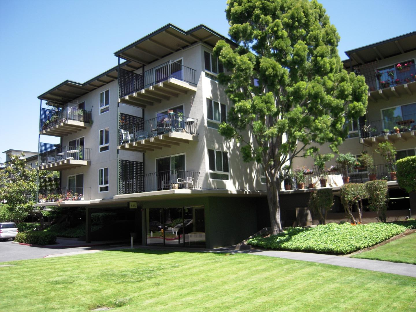 Detail Gallery Image 1 of 10 For 835 N.humboldt St. #402, San Mateo, CA 94401 - 1 Beds | 1 Baths