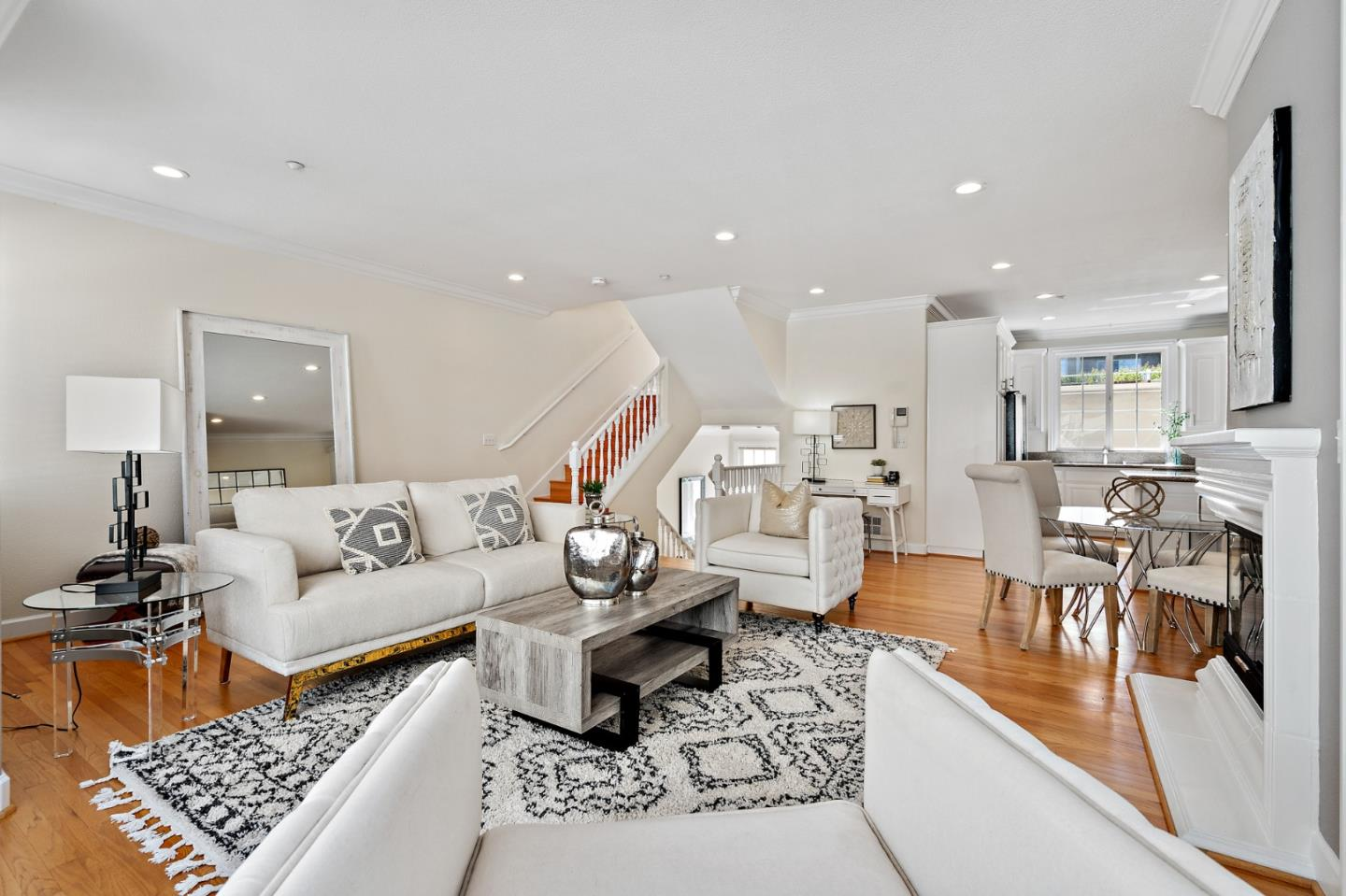 Detail Gallery Image 1 of 1 For 1404 El Camino Real #3,  Burlingame,  CA 94010 - 2 Beds | 2/1 Baths