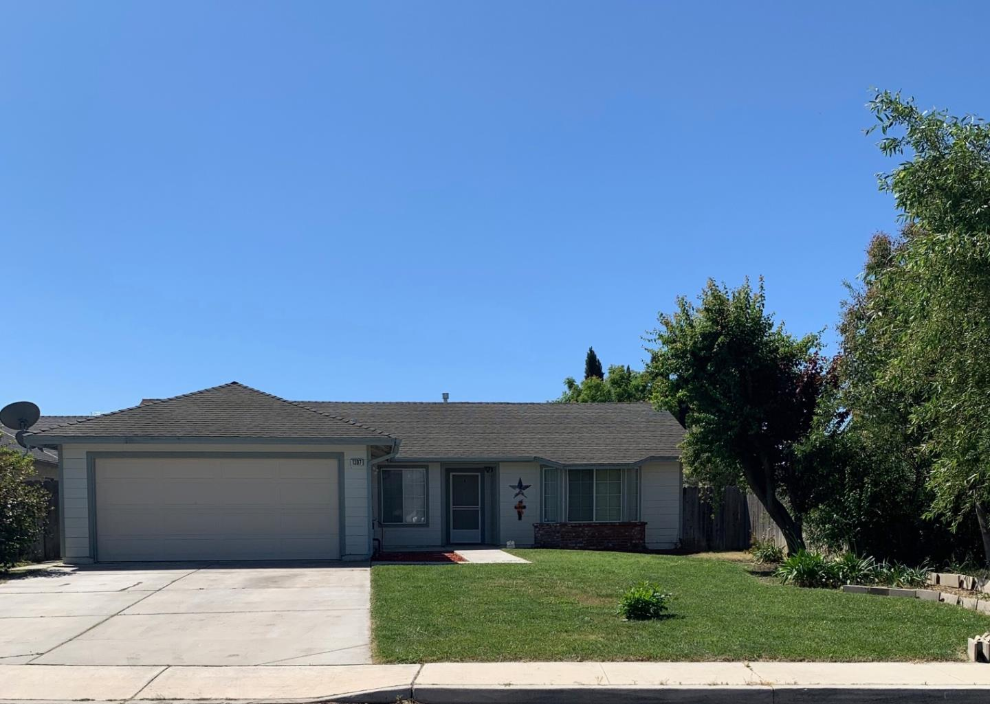 Photo of 1307 Sussex CT, KING CITY, CA 93930