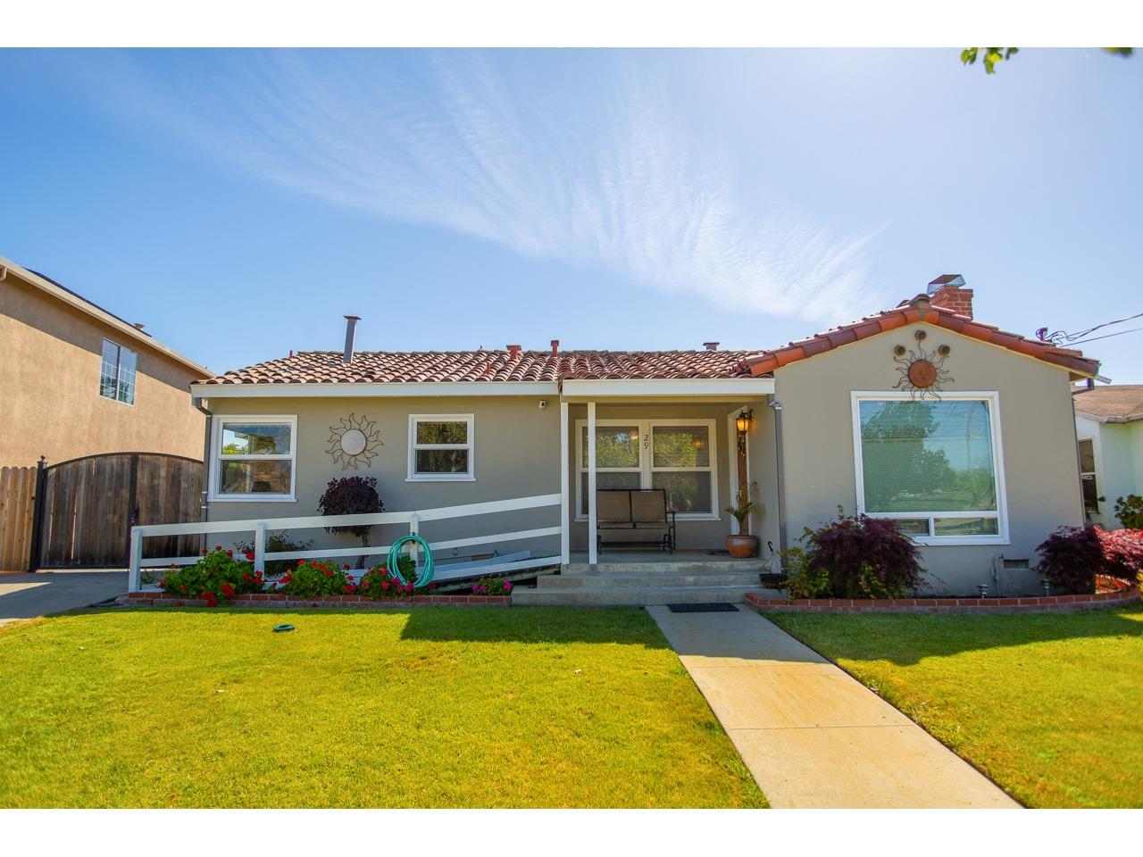 Detail Gallery Image 1 of 1 For 29 Nacional St, Salinas, CA 93901 - 3 Beds | 2 Baths
