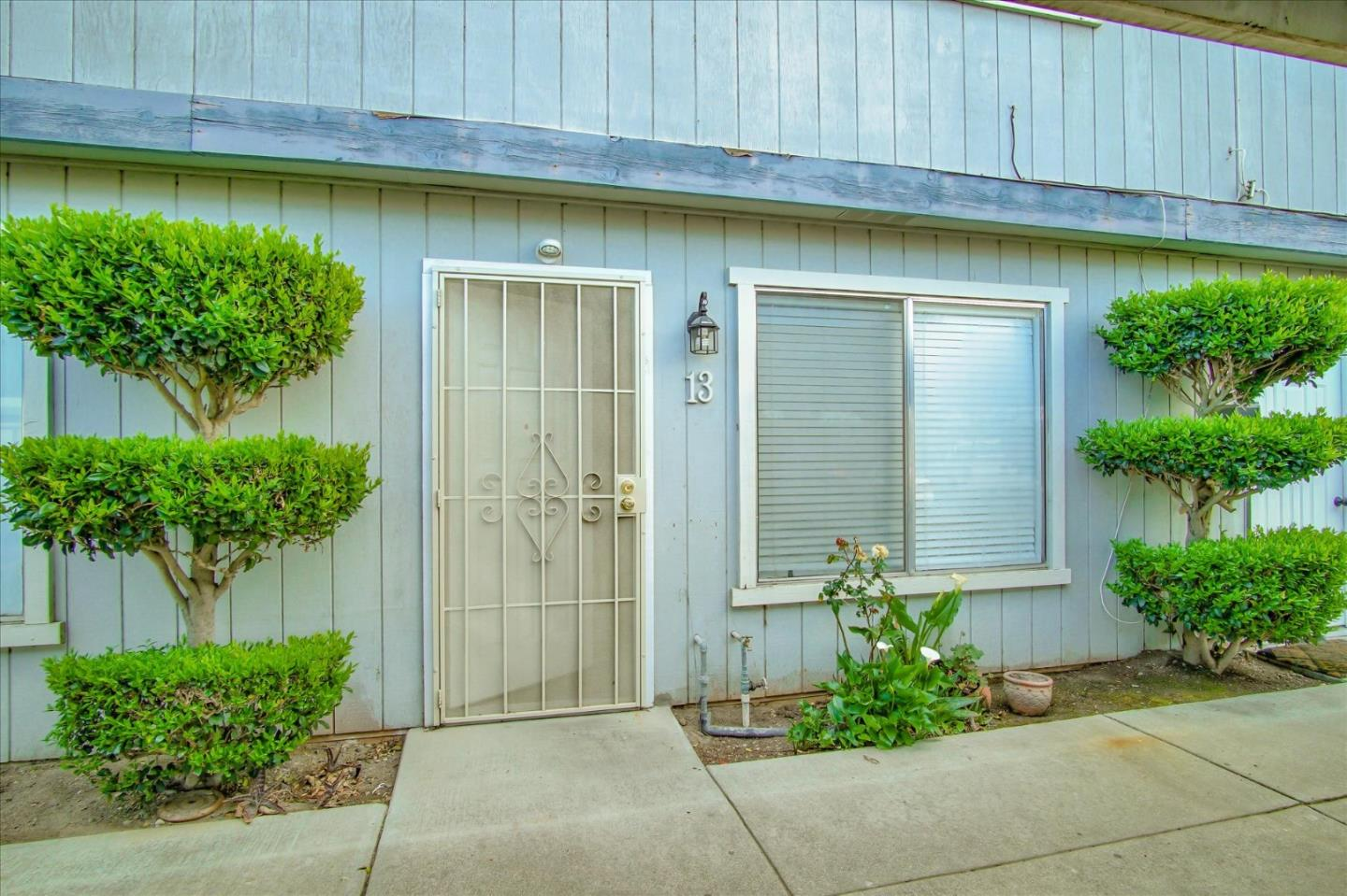 Detail Gallery Image 1 of 10 For 805 South St #13, Hollister, CA 95023 - 2 Beds | 1 Baths