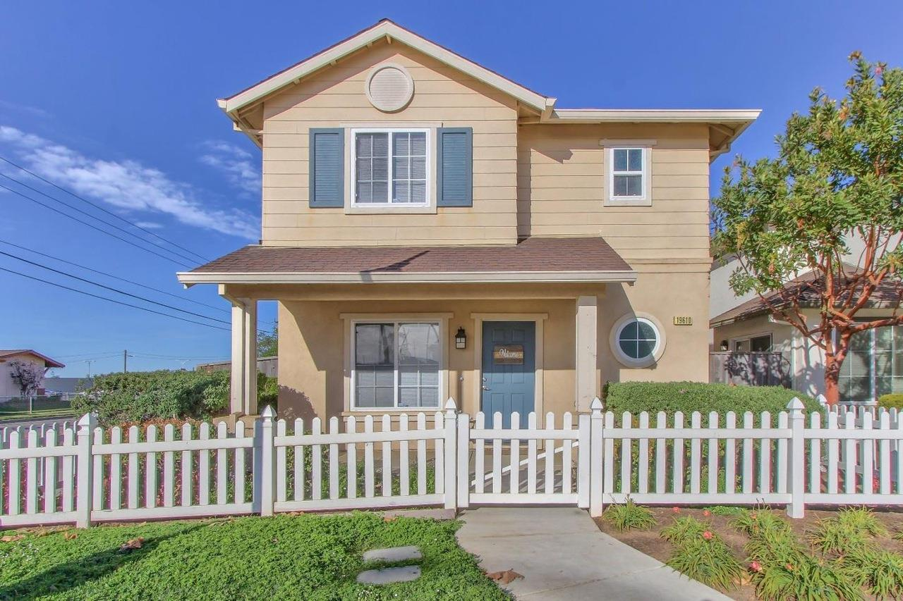 Detail Gallery Image 1 of 1 For 19610 Rogge Village Dr, Salinas, CA 93906 - 4 Beds   2/1 Baths