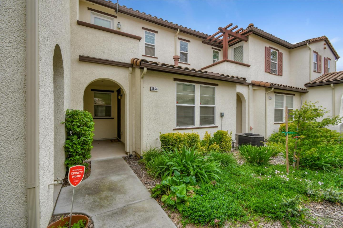 Detail Gallery Image 1 of 1 For 8164 Crystal Walk Cir #136,  Elk Grove,  CA 95758 - 3 Beds | 2 Baths