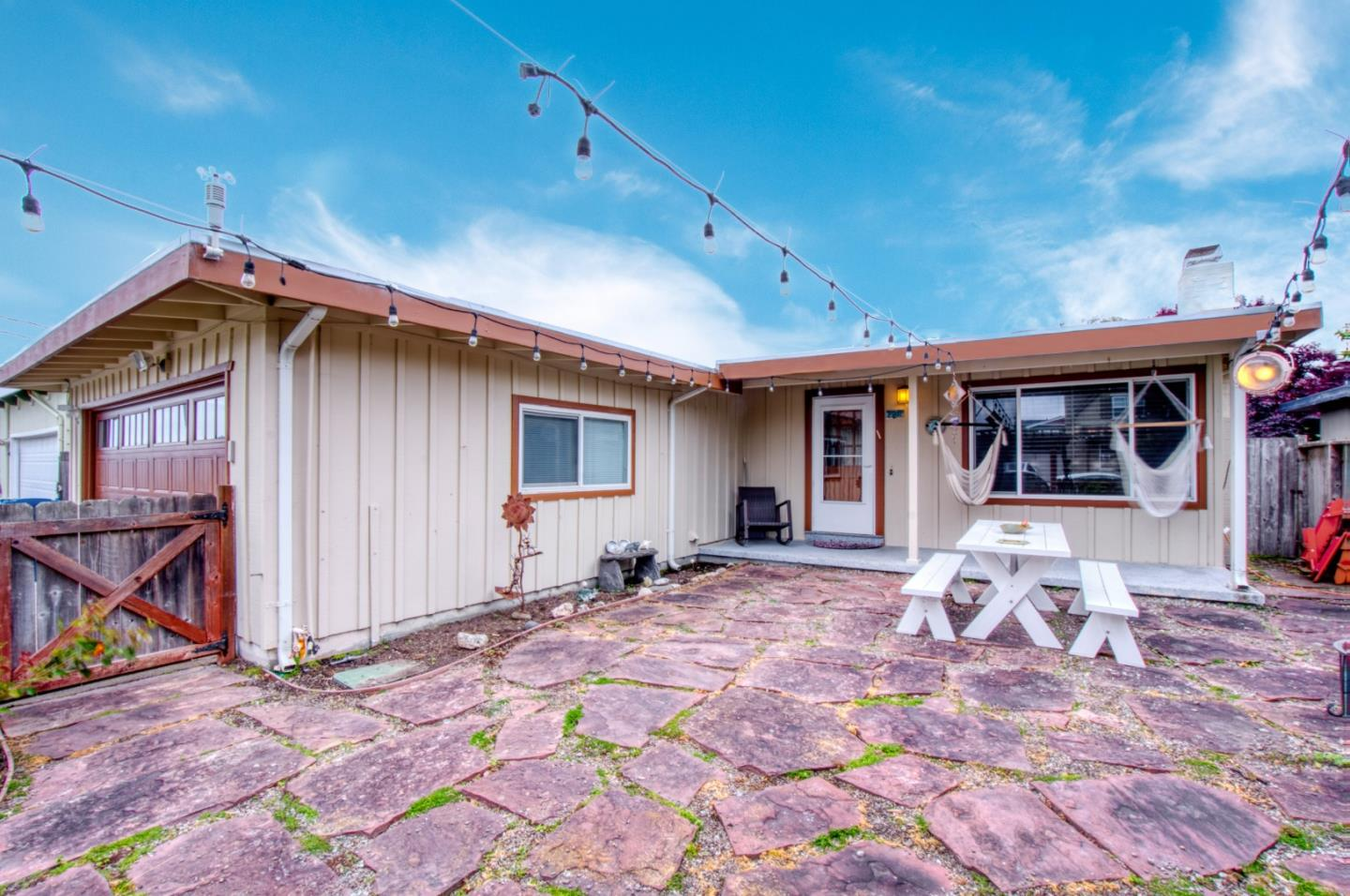 Detail Gallery Image 1 of 1 For 329 Magnolia St, Half Moon Bay,  CA 94019 - 3 Beds | 2 Baths