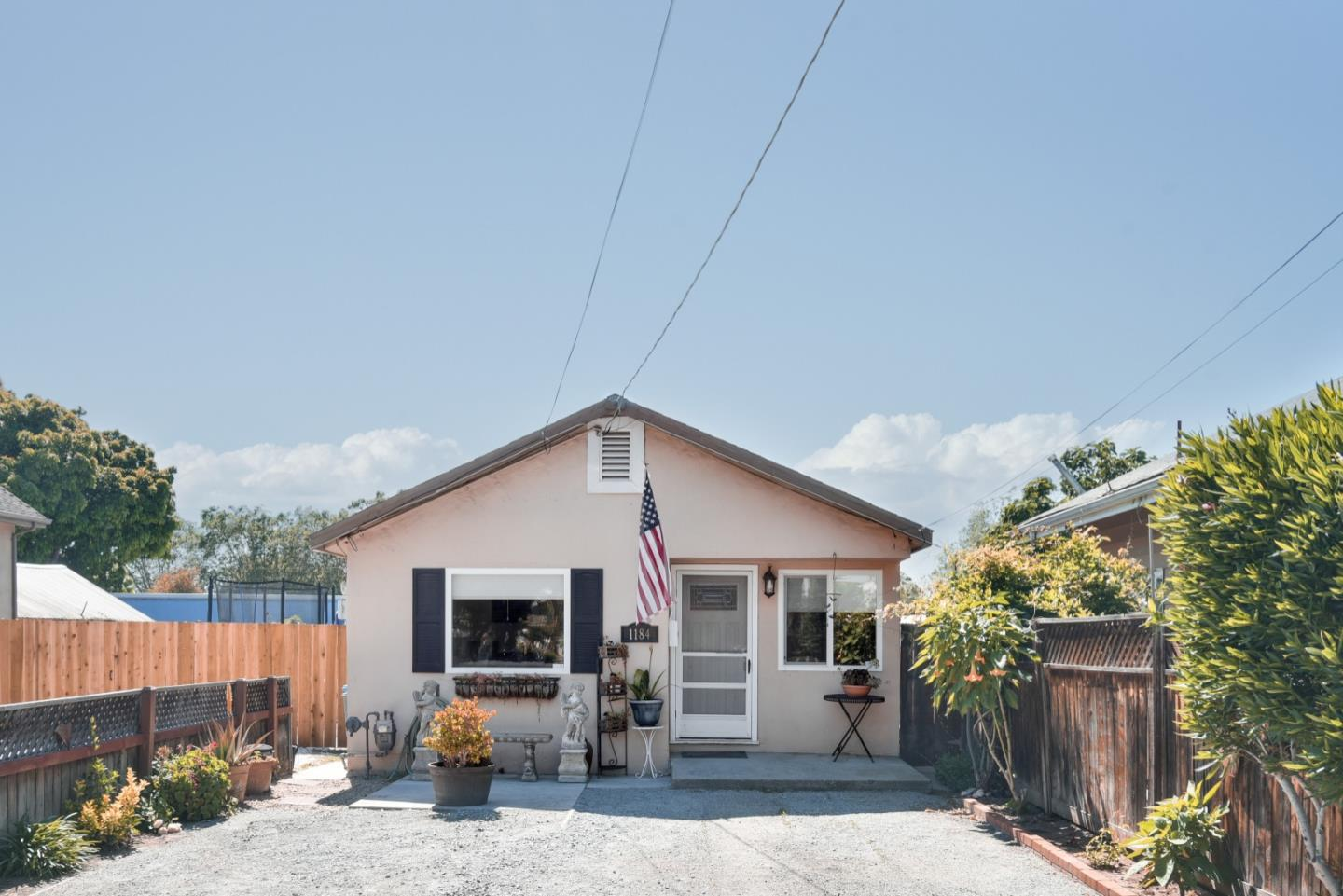 Detail Gallery Image 1 of 20 For 1184 San Benito St, Hollister, CA 95023 - 3 Beds | 1 Baths