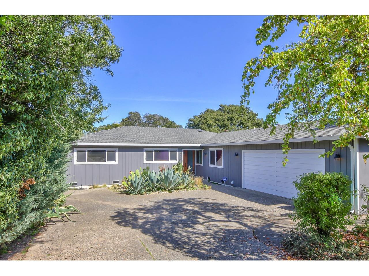 Detail Gallery Image 1 of 1 For 9285 Canyon Oak Rd, Salinas, CA 93907 - 3 Beds | 2 Baths