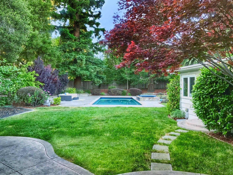 1525 Edgewood Drive Palo Alto, CA 94303