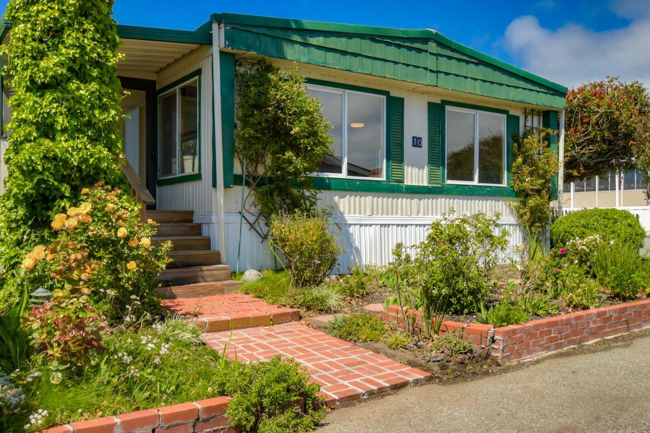 Detail Gallery Image 1 of 35 For 10 Seabreeze Dr #10, Half Moon Bay, CA 94019 - 2 Beds | 2 Baths