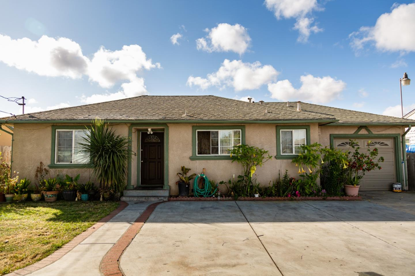Detail Gallery Image 1 of 1 For 521 Sunrise St, Salinas, CA 93905 - 4 Beds | 2 Baths