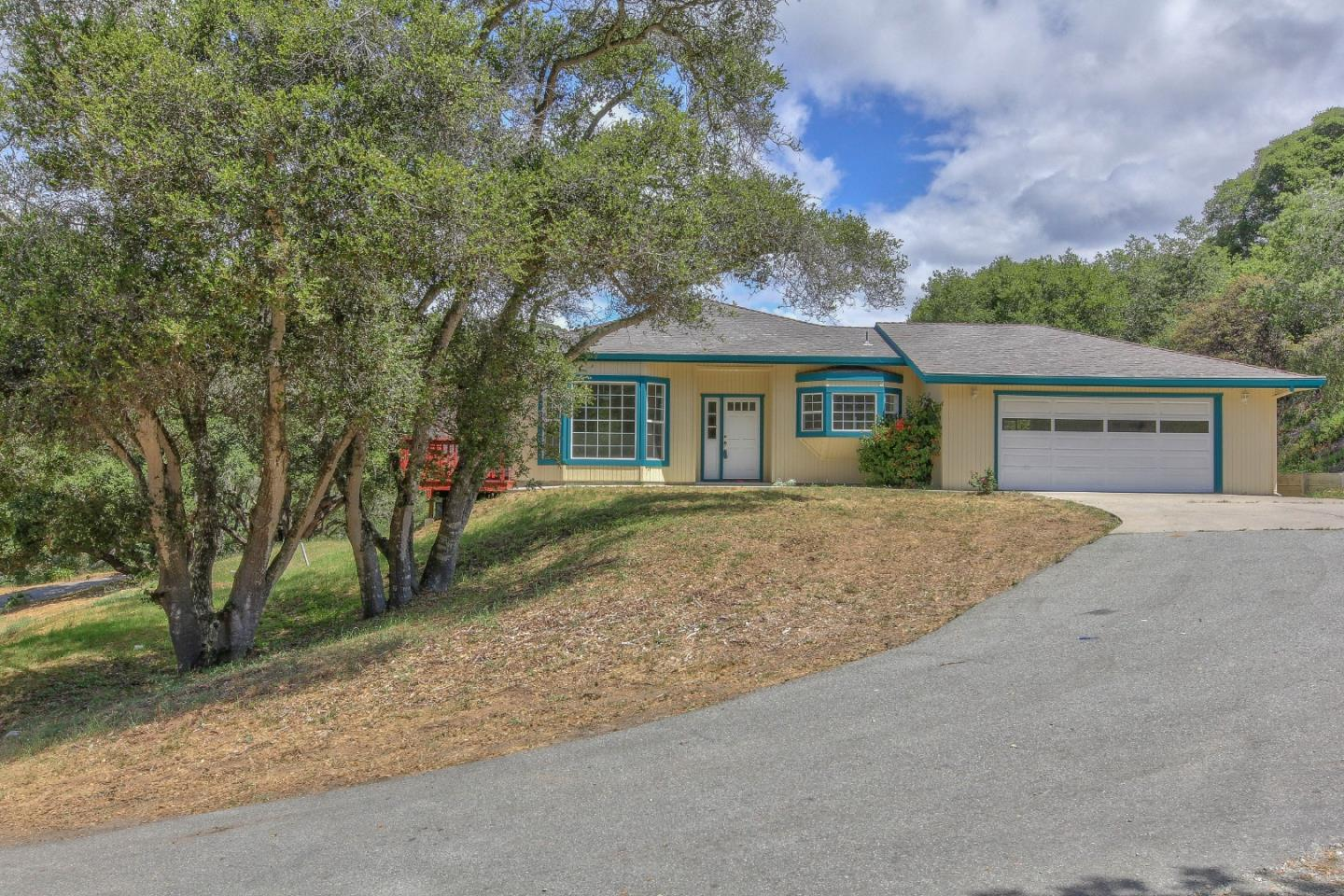 Detail Gallery Image 1 of 44 For 17860 Northwood Pl, Salinas, CA 93907 - 3 Beds   2 Baths