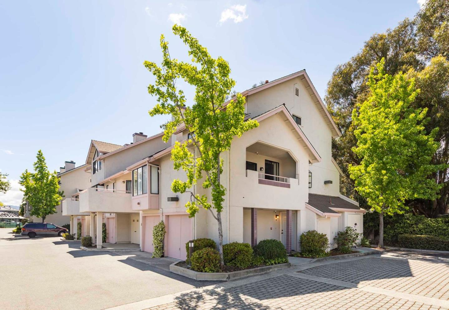 Detail Gallery Image 1 of 24 For 3069 Middlefield Rd #102, Palo Alto, CA 94306 - 1 Beds | 1 Baths