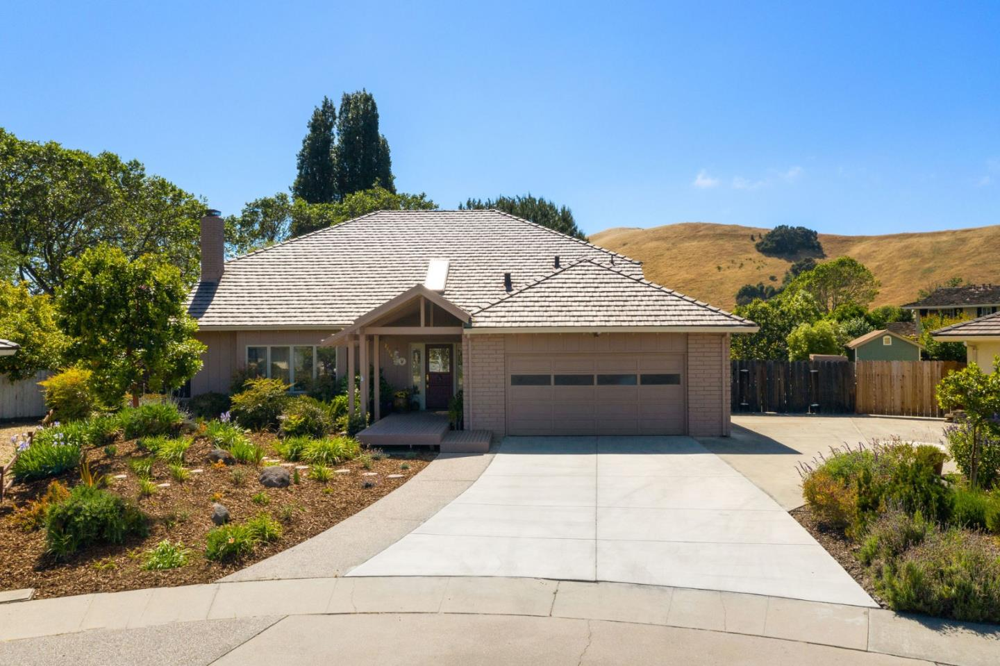 Detail Gallery Image 1 of 1 For 22982 Cordoba Pl, Salinas, CA 93908 - 4 Beds   3 Baths