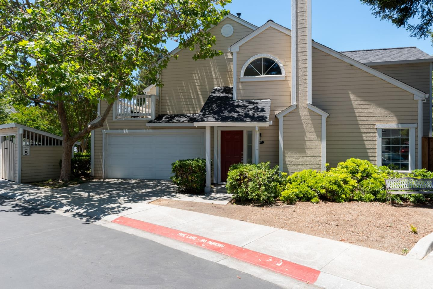 Detail Gallery Image 1 of 1 For 167 Easy St, Mountain View, CA 94043 - 2 Beds | 2/1 Baths
