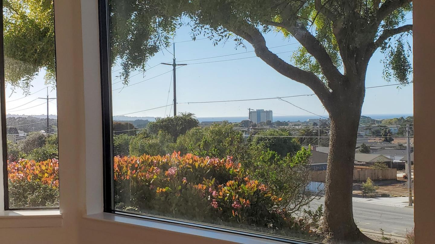 Detail Gallery Image 1 of 1 For 1053 Olympic Ln, Seaside, CA 93955 - 2 Beds | 2 Baths