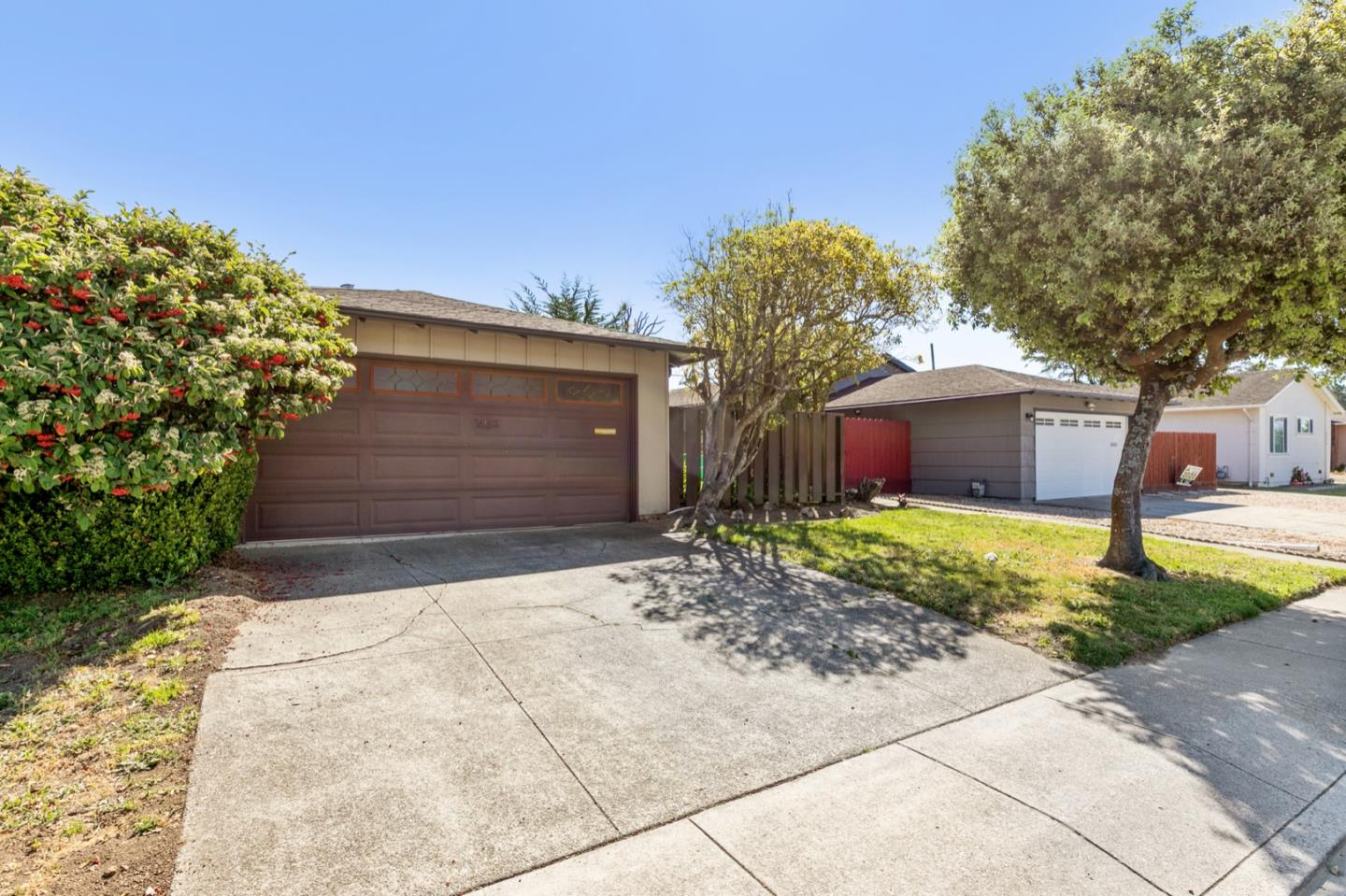 Detail Gallery Image 1 of 1 For 2950 Fleetwood Dr, San Bruno, CA 94066 - 3 Beds | 2 Baths