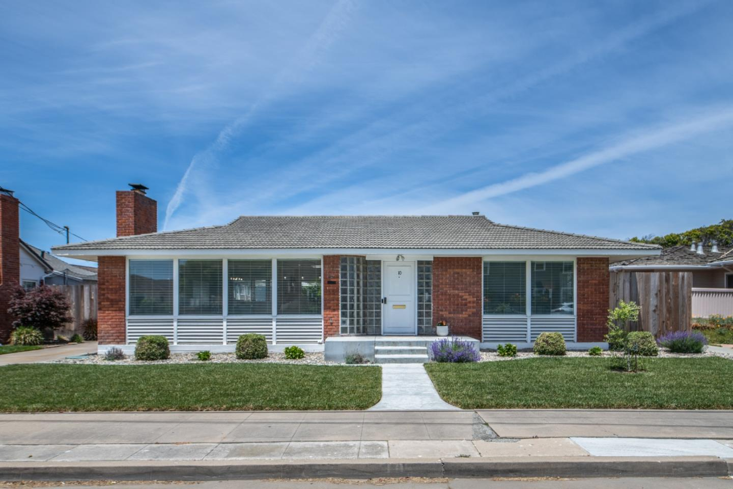 Detail Gallery Image 1 of 1 For 10 Talbot St, Salinas, CA 93901 - 3 Beds | 2 Baths