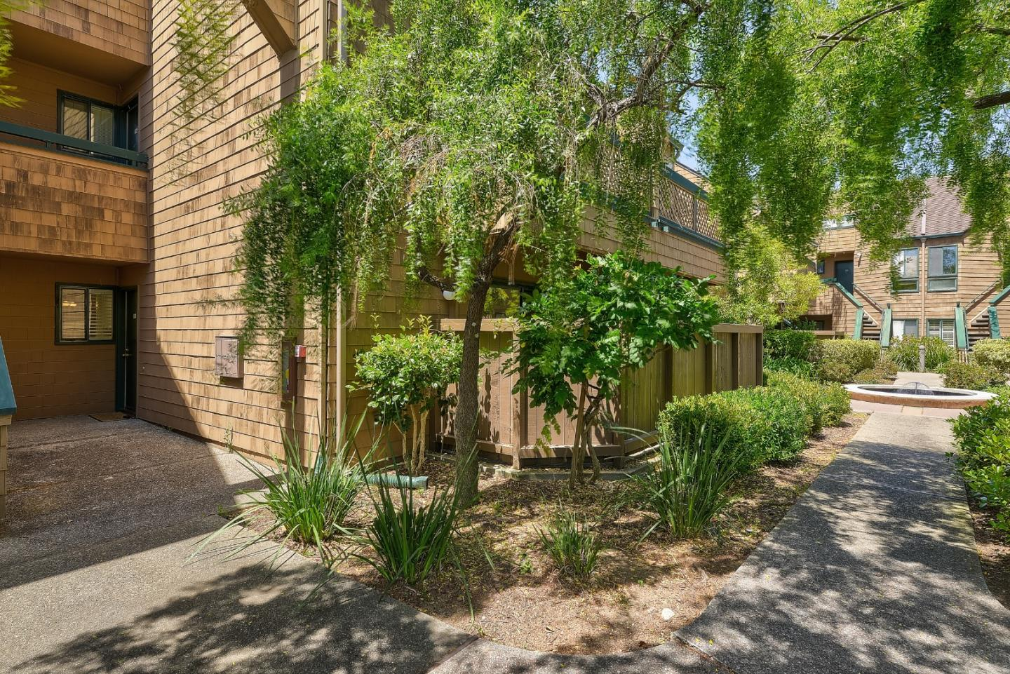 Detail Gallery Image 1 of 1 For 61 Pelican Ln, Redwood Shores, CA 94065 - 1 Beds | 1 Baths