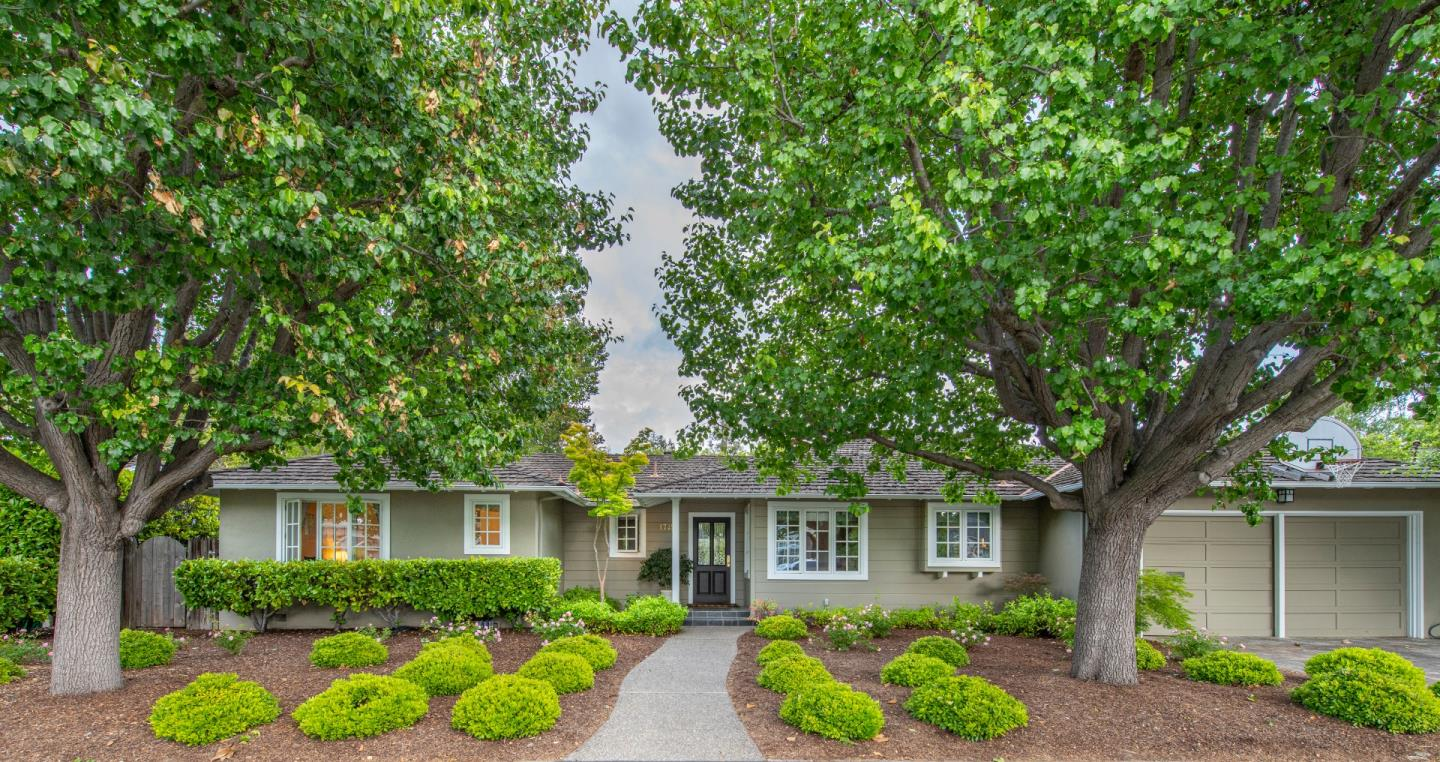Detail Gallery Image 1 of 1 For 1745 Holly Ave, Menlo Park, CA 94025 - 3 Beds | 2 Baths