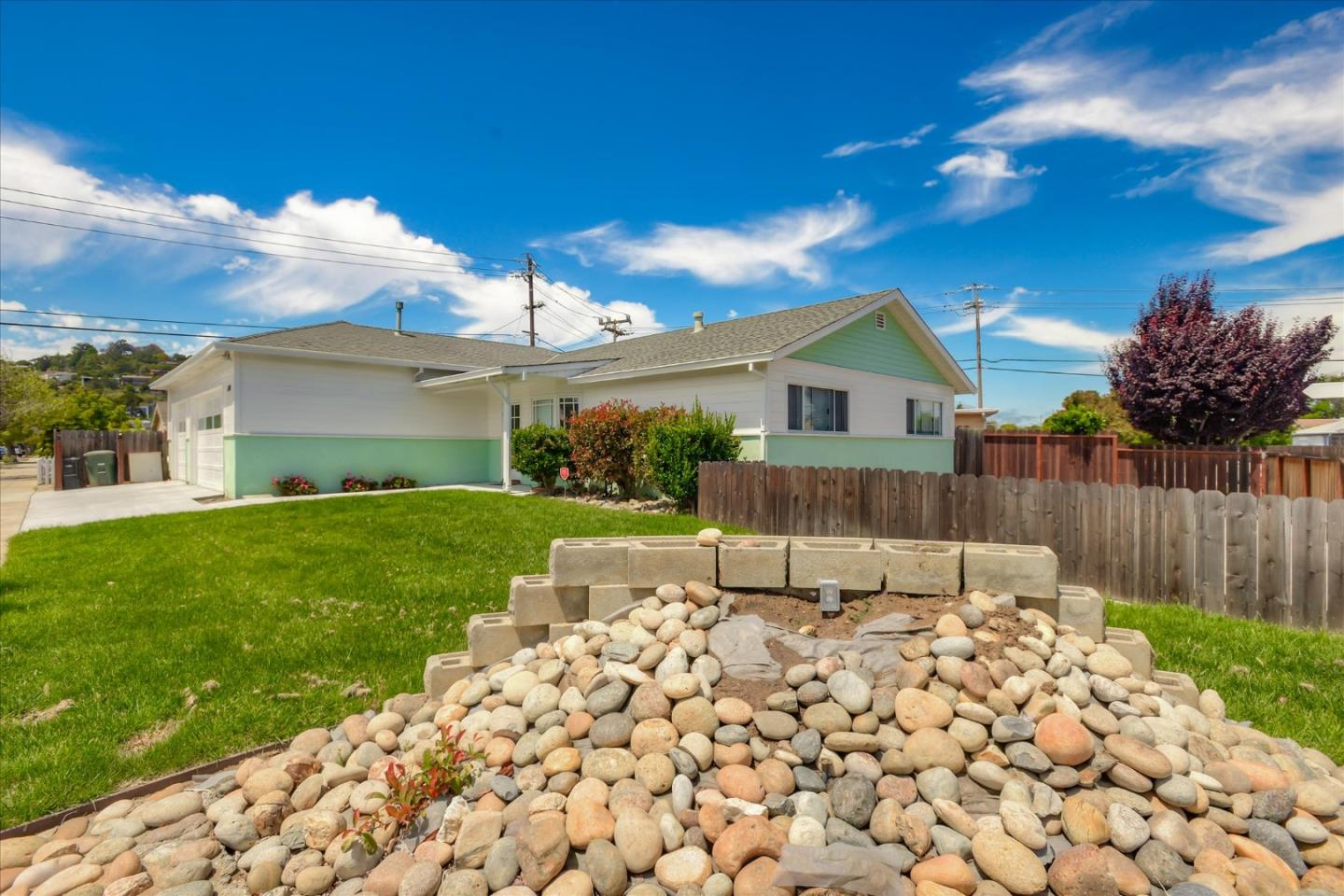 Detail Gallery Image 1 of 17 For 500 Cambridge St, Belmont,  CA 94002 - 3 Beds | 1 Baths