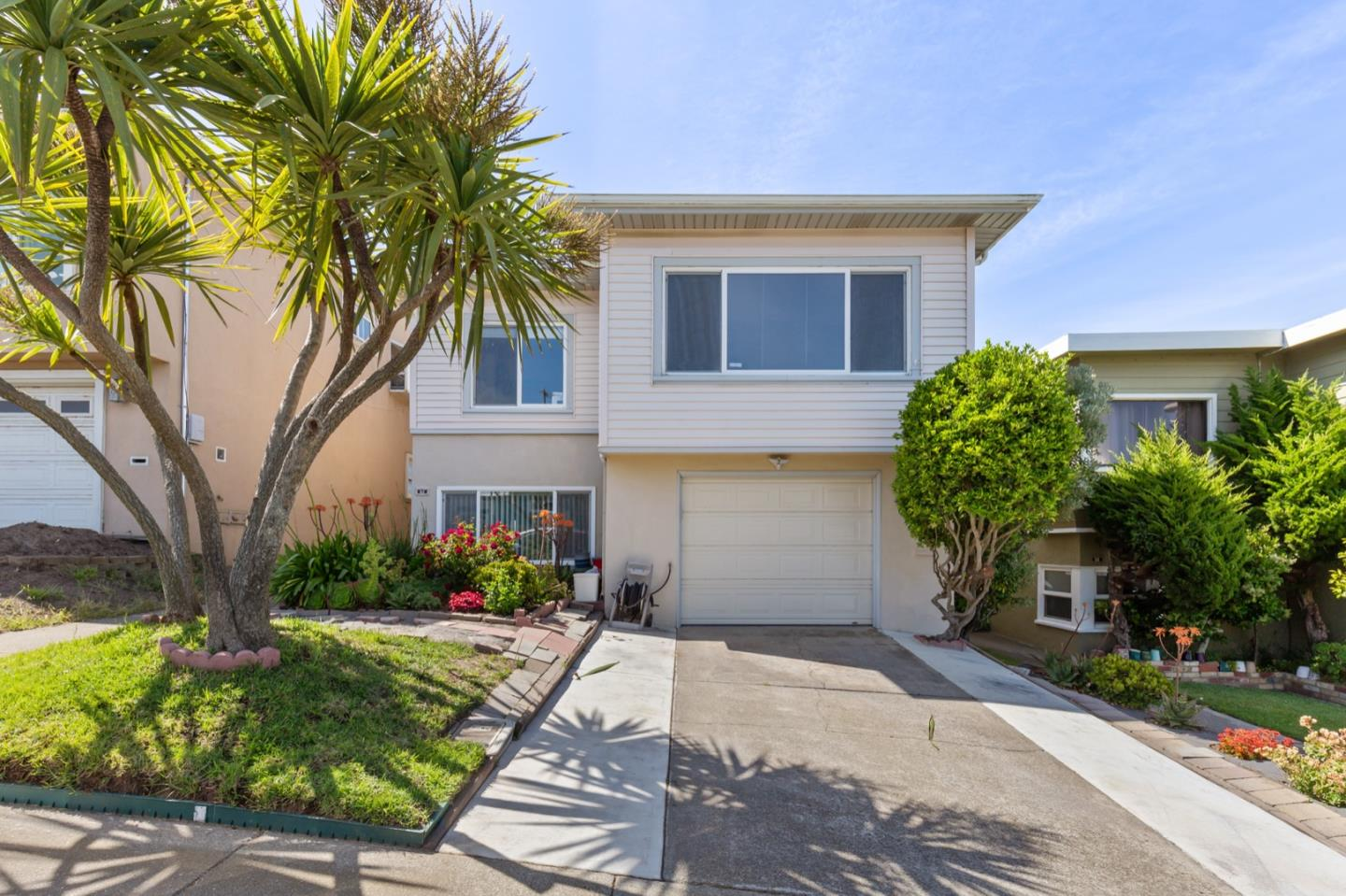Detail Gallery Image 1 of 27 For 62 Seacliff Ave, Daly City, CA 94015 - 3 Beds | 2/1 Baths