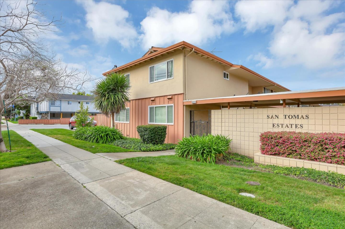 Detail Gallery Image 1 of 42 For 1375 Phelps Ave #2, San Jose, CA 95117 - 2 Beds | 1 Baths
