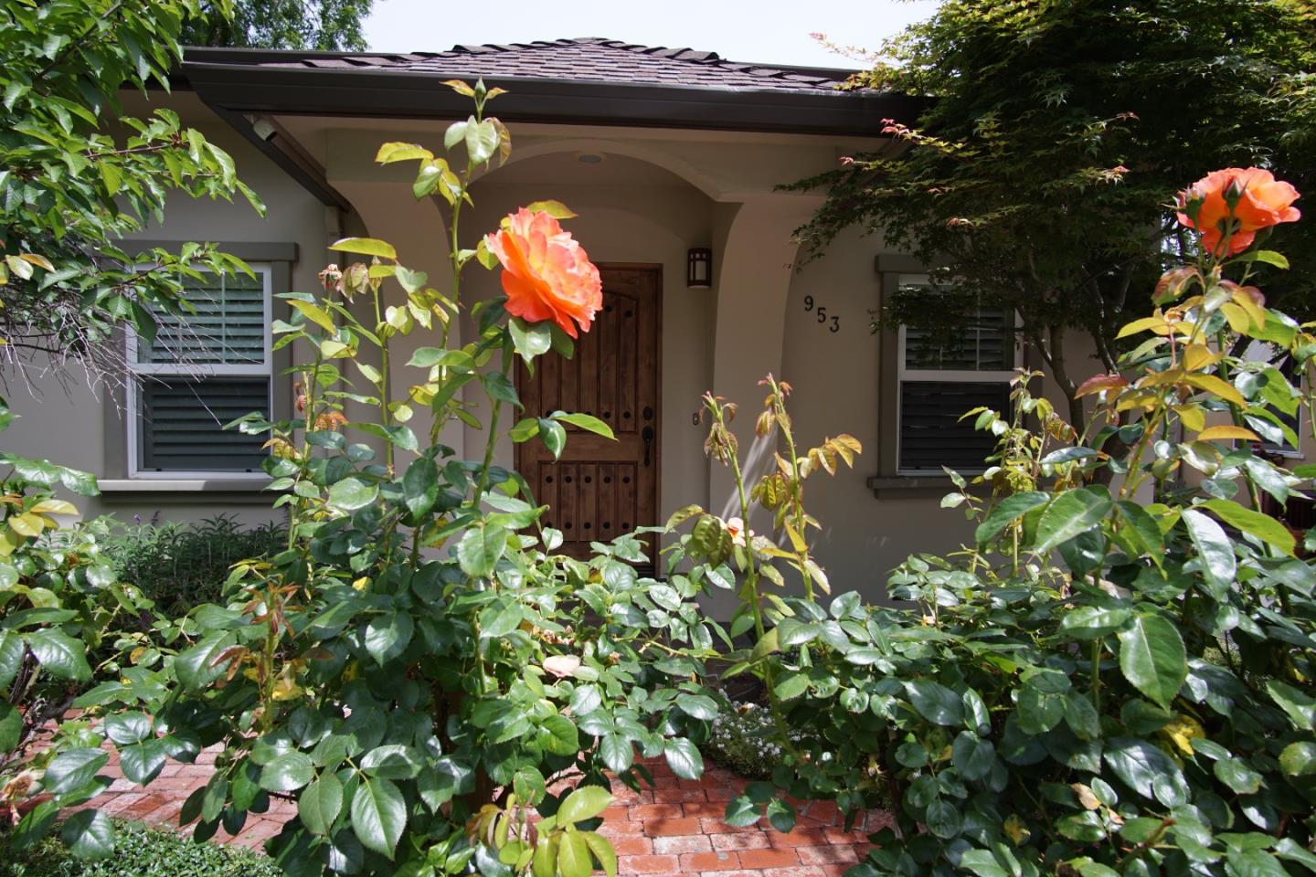 Detail Gallery Image 1 of 31 For 953 Channing Ave, Palo Alto, CA 94301 - 3 Beds | 2/1 Baths
