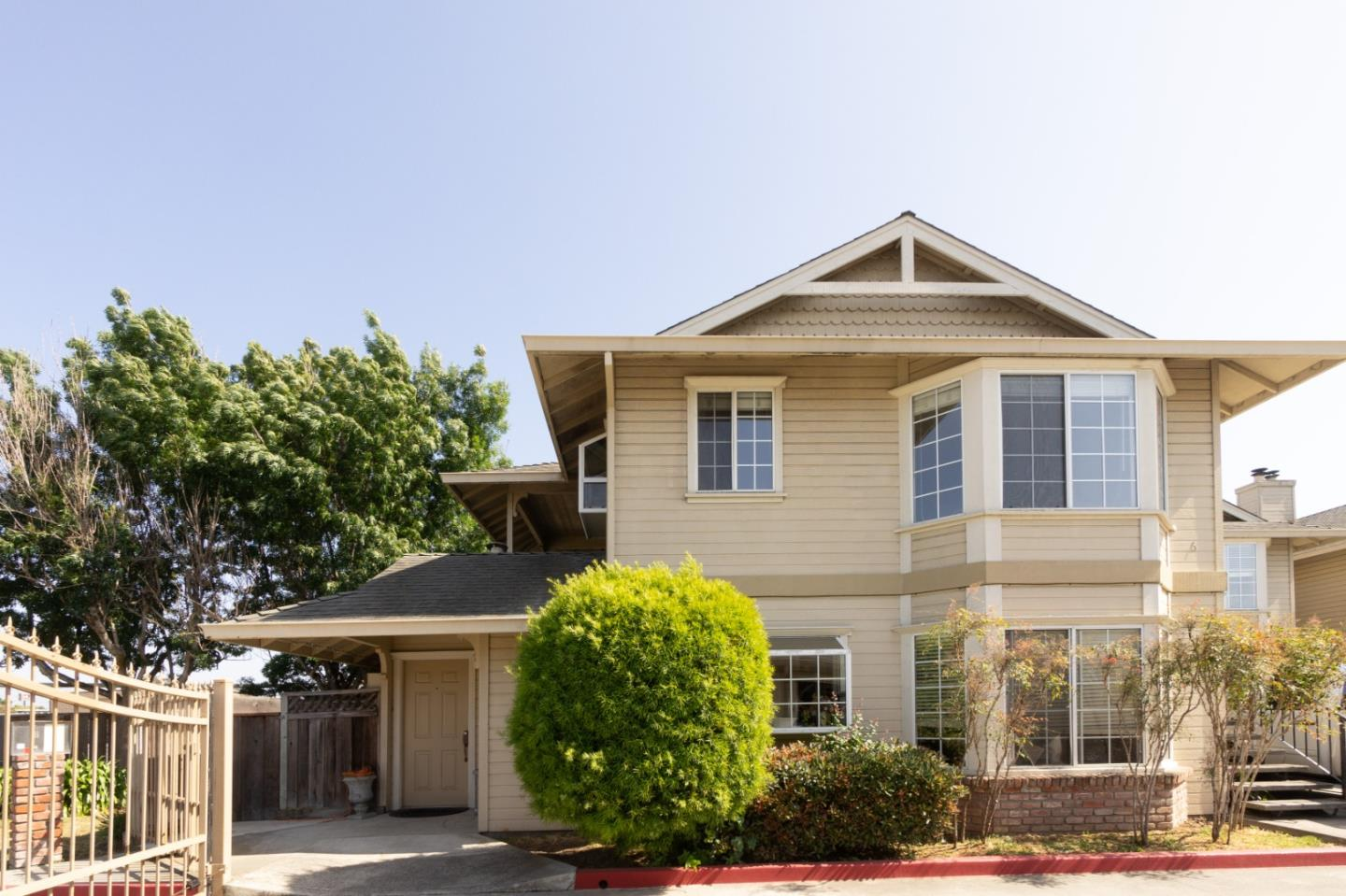 Detail Gallery Image 1 of 15 For 520 Cayuga #6, Salinas, CA 93901 - 2 Beds | 2 Baths