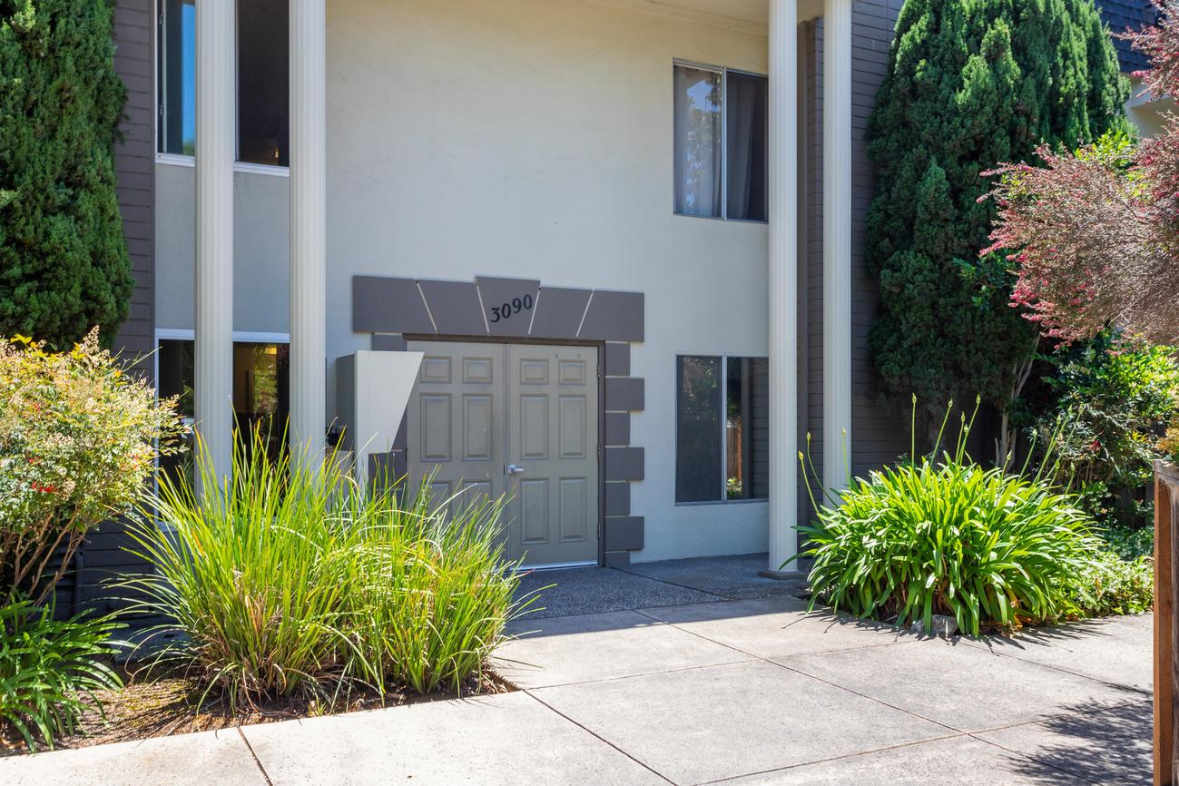 Detail Gallery Image 1 of 1 For 3090 Los Prados St #3, San Mateo, CA 94403 - 2 Beds   2 Baths