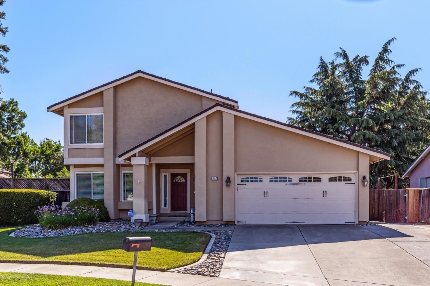 Detail Gallery Image 1 of 1 For 1017 Armand Ct, Gilroy,  CA 95020 - 4 Beds | 2/1 Baths