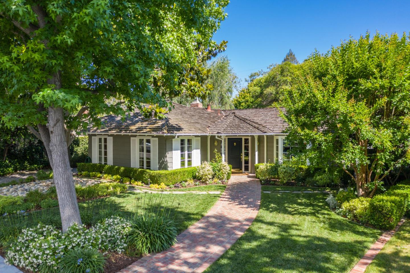 Detail Gallery Image 1 of 1 For 186 Walter Hays Dr, Palo Alto, CA 94303 - 4 Beds | 2 Baths