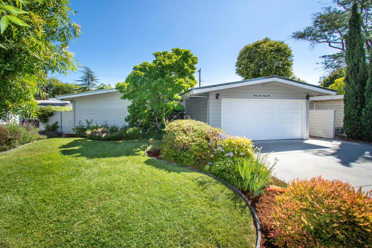 Detail Gallery Image 1 of 16 For 3461 Murdoch Dr, Palo Alto, CA 94306 - 3 Beds   2 Baths