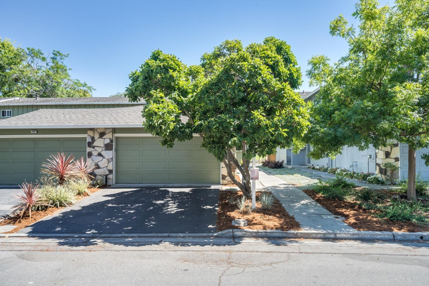 Detail Gallery Image 1 of 1 For 1513 Canna Ct, Mountain View,  CA 94043 - 3 Beds | 2/1 Baths