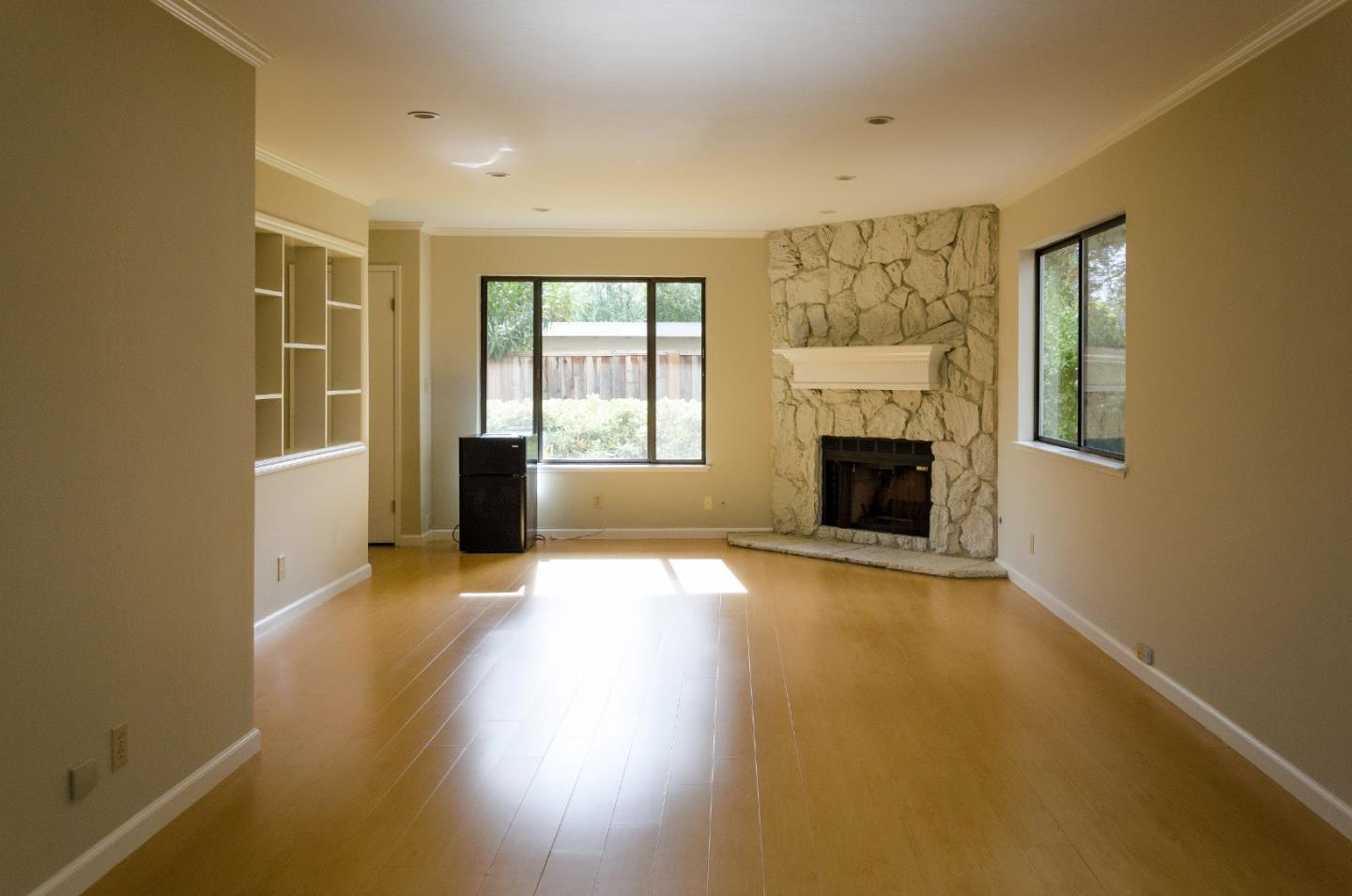 Detail Gallery Image 1 of 1 For Roble Ave, Menlo Park, CA 94025 - 3 Beds | 2/1 Baths