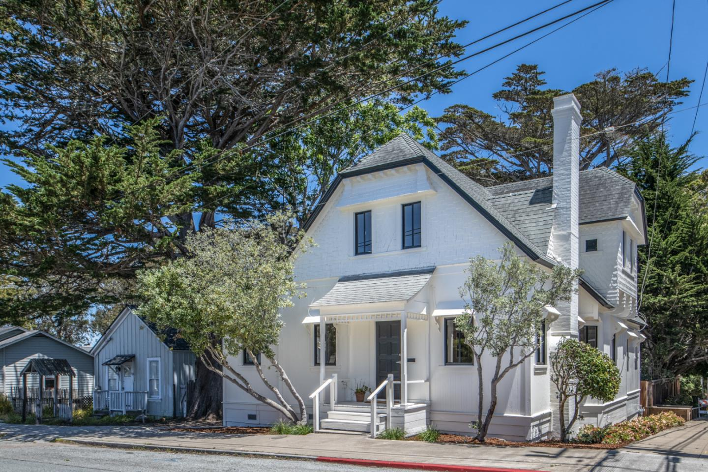 Detail Gallery Image 1 of 1 For 125 14th St, Pacific Grove,  CA 93950 - 5 Beds   2 Baths