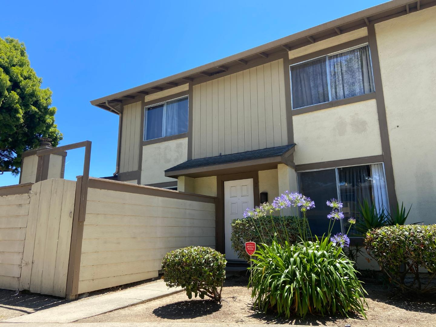 Detail Gallery Image 1 of 1 For 1789 Cherokee Dr #2, Salinas, CA 93906 - 3 Beds   1/1 Baths