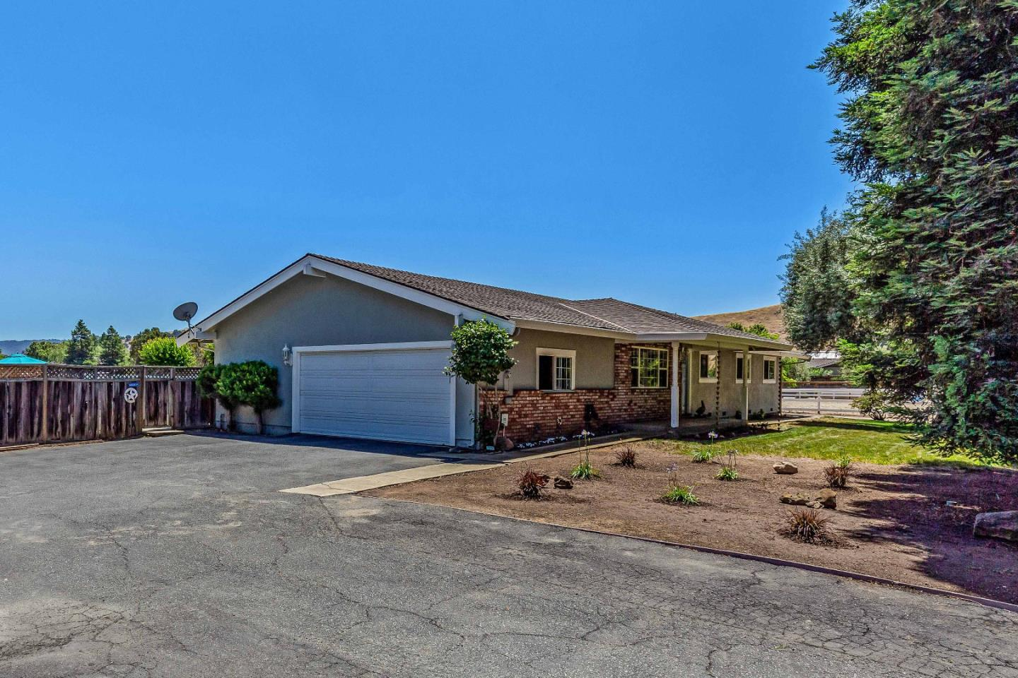 Detail Gallery Image 1 of 1 For 12830 Stevens Ct, San Martin,  CA 95046 - 4 Beds   2 Baths