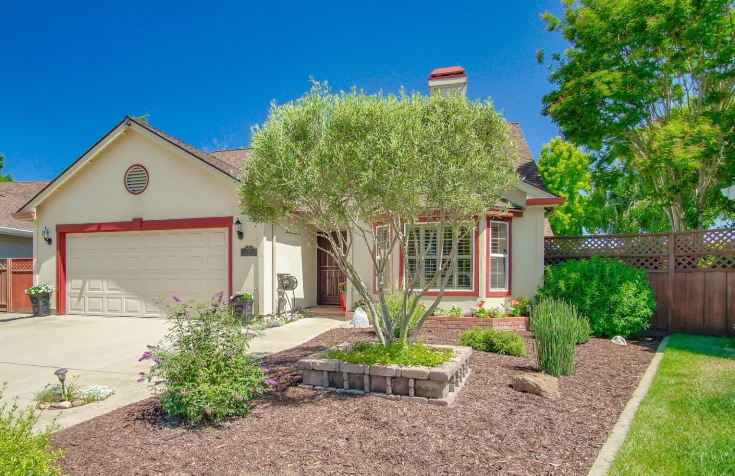 Detail Gallery Image 1 of 1 For 9 Westport Cir, Salinas, CA 93906 - 4 Beds | 2 Baths