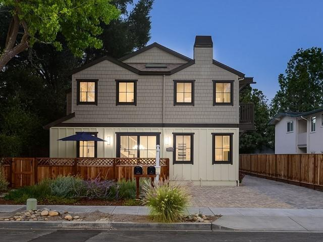 Detail Gallery Image 1 of 33 For 1023 Middlefield Rd, Palo Alto, CA 94301 - 4 Beds | 3/1 Baths